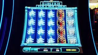 **FIRST LOOK** Friends: MAX Bet Live Play