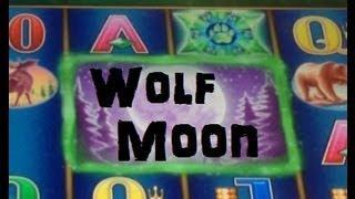 Howling Moon Slot Machine