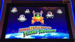 Live Play Invaders Return From The Planet Moolah