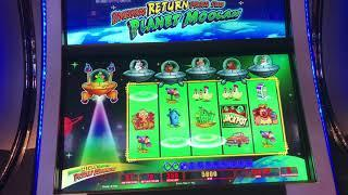 Return of Invaders from the Planet Moolah Slot Machine: 2 bonus wins (max bet)