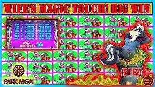WIFE'S MAGIC TOUCH LEADS TO BIG WIN! TURNING $900 FREEPLAY INTO PROFIT | STINKIN RICH | (S1 - Ep2)