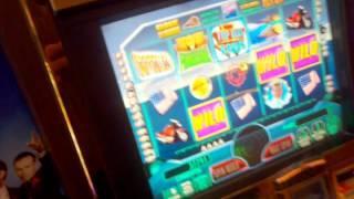 TOP GUN WMS Slot machine fly by wilds