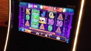 Roll The Bones Slot machine - Spin until you roll a 7